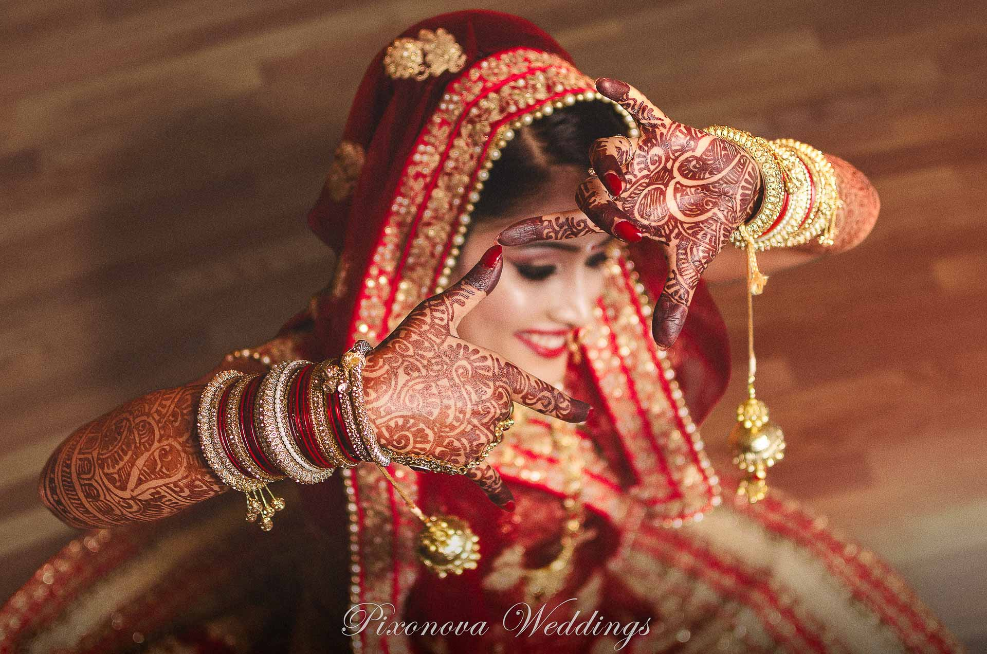 Mehendi Photograph of Neha by pixonova wedding photographer